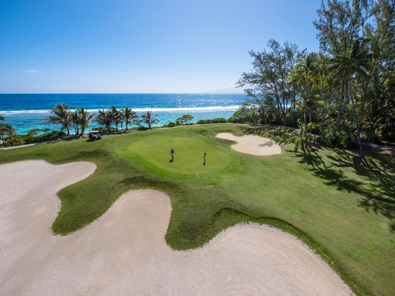 https://tahititourisme.es/wp-content/uploads/2017/08/ACTIVITES-TERRESTRES-Moorea-Green-Pearl-Golf-1.jpg