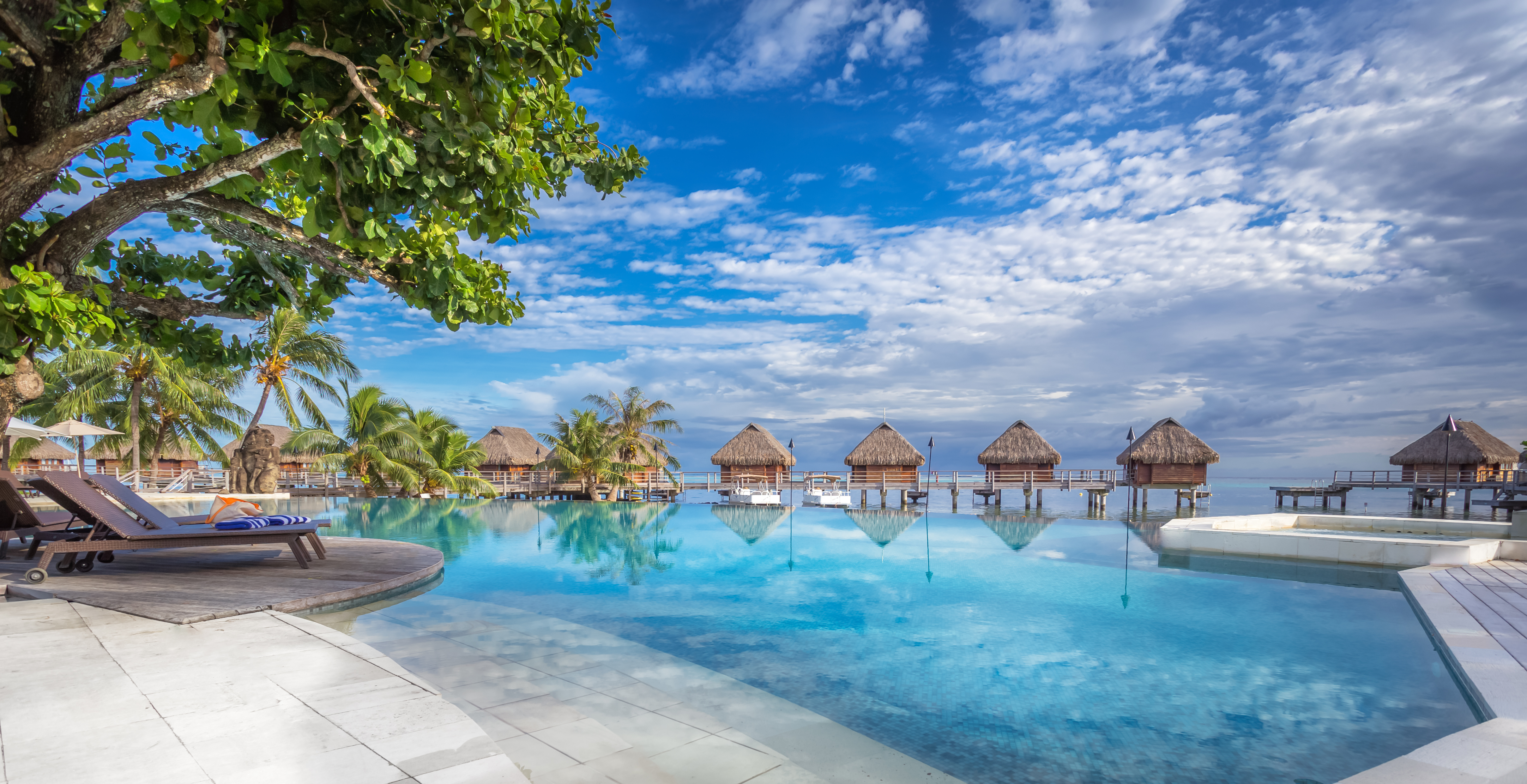 https://tahititourisme.es/wp-content/uploads/2017/08/HEBERGEMENT-Manava-Beach-Resort-and-Spa-Moorea-1-Charles_Veronese.jpg