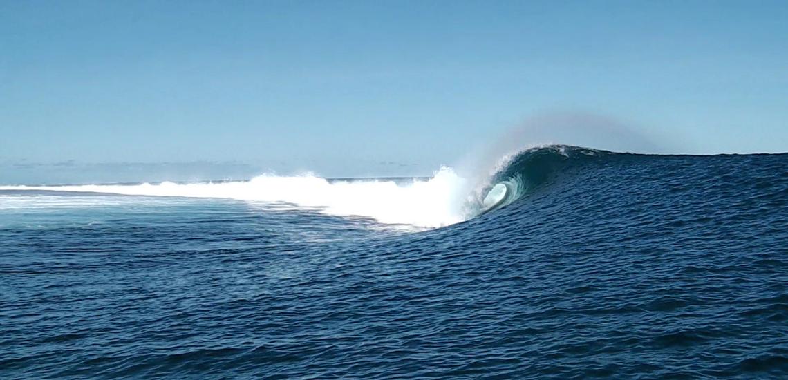 https://tahititourisme.es/wp-content/uploads/2017/08/Tehanis-surf-cool.png