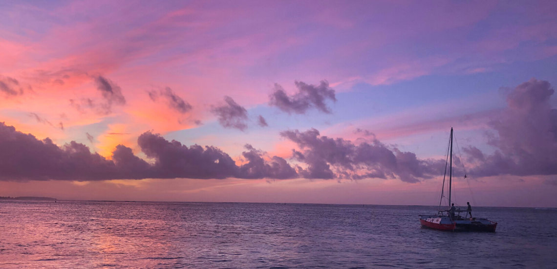 https://tahititourisme.es/wp-content/uploads/2017/08/voilamoorea_sunset_1140x550.png