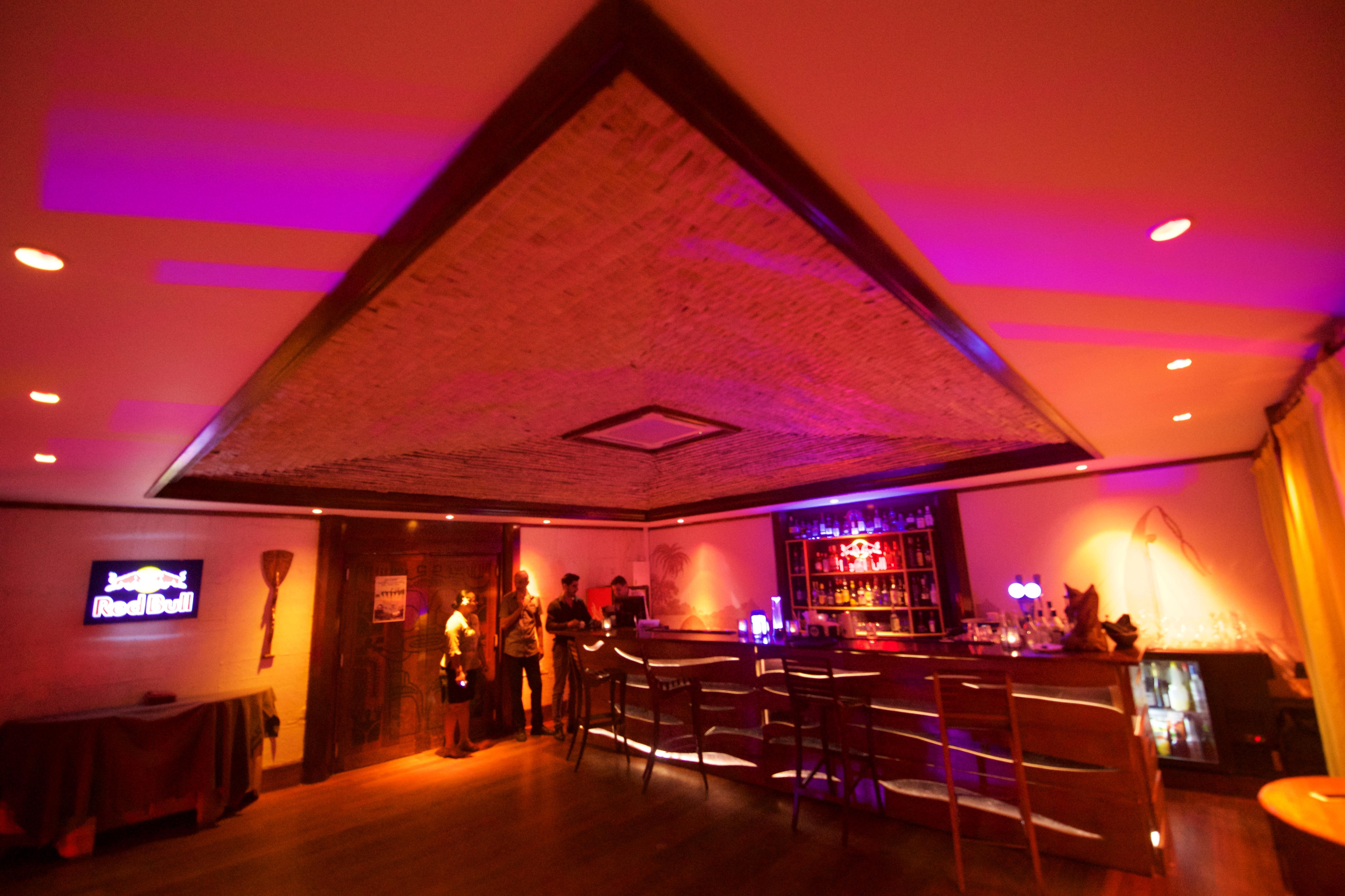 https://tahititourisme.es/wp-content/uploads/2018/03/RESTAURATION-Matahiehani-Lounge-Bar-1-Tim_McKenna.jpg