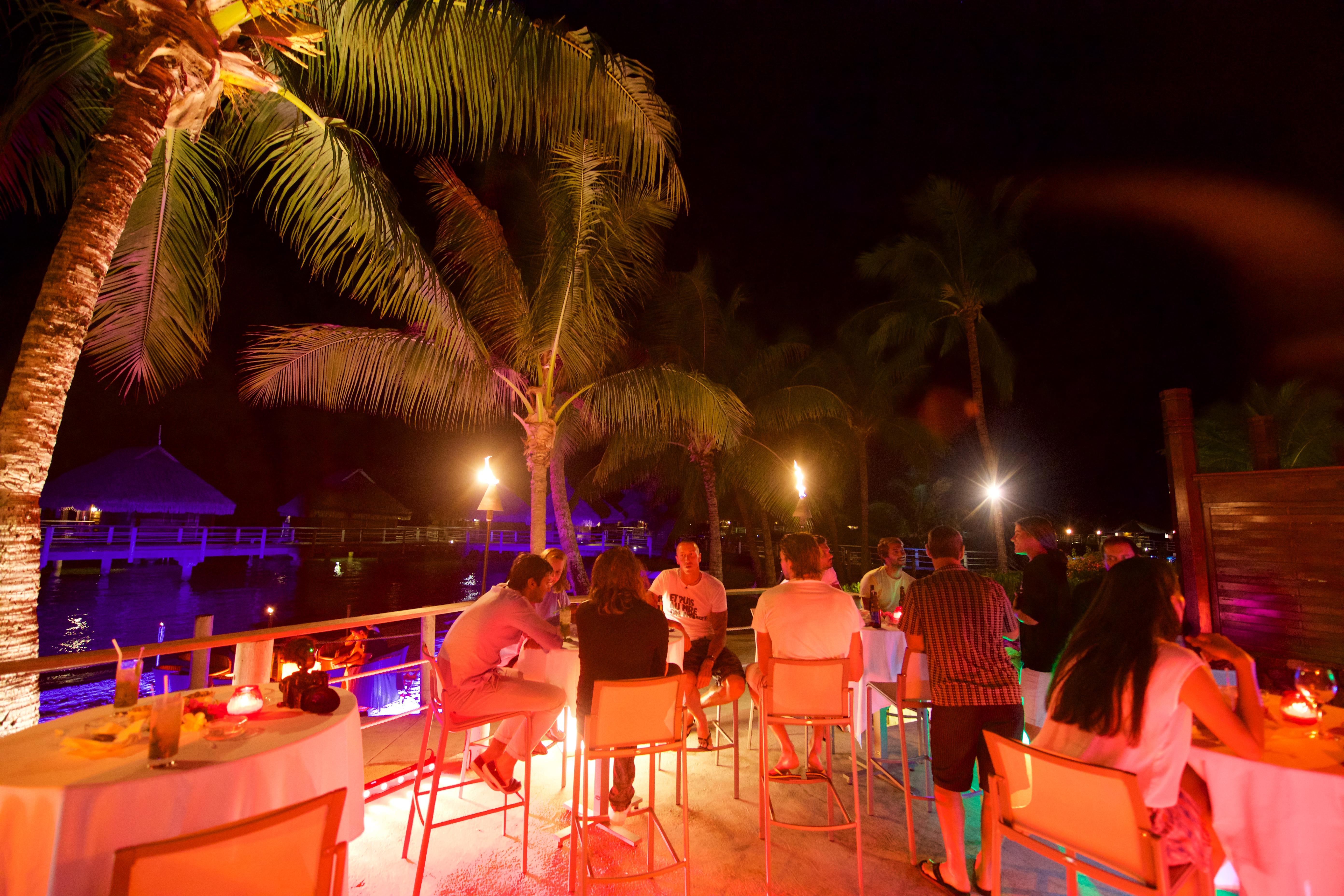 https://tahititourisme.es/wp-content/uploads/2018/03/RESTAURATION-Matahiehani-Lounge-Bar-featured_image-Tim_McKenna.jpg