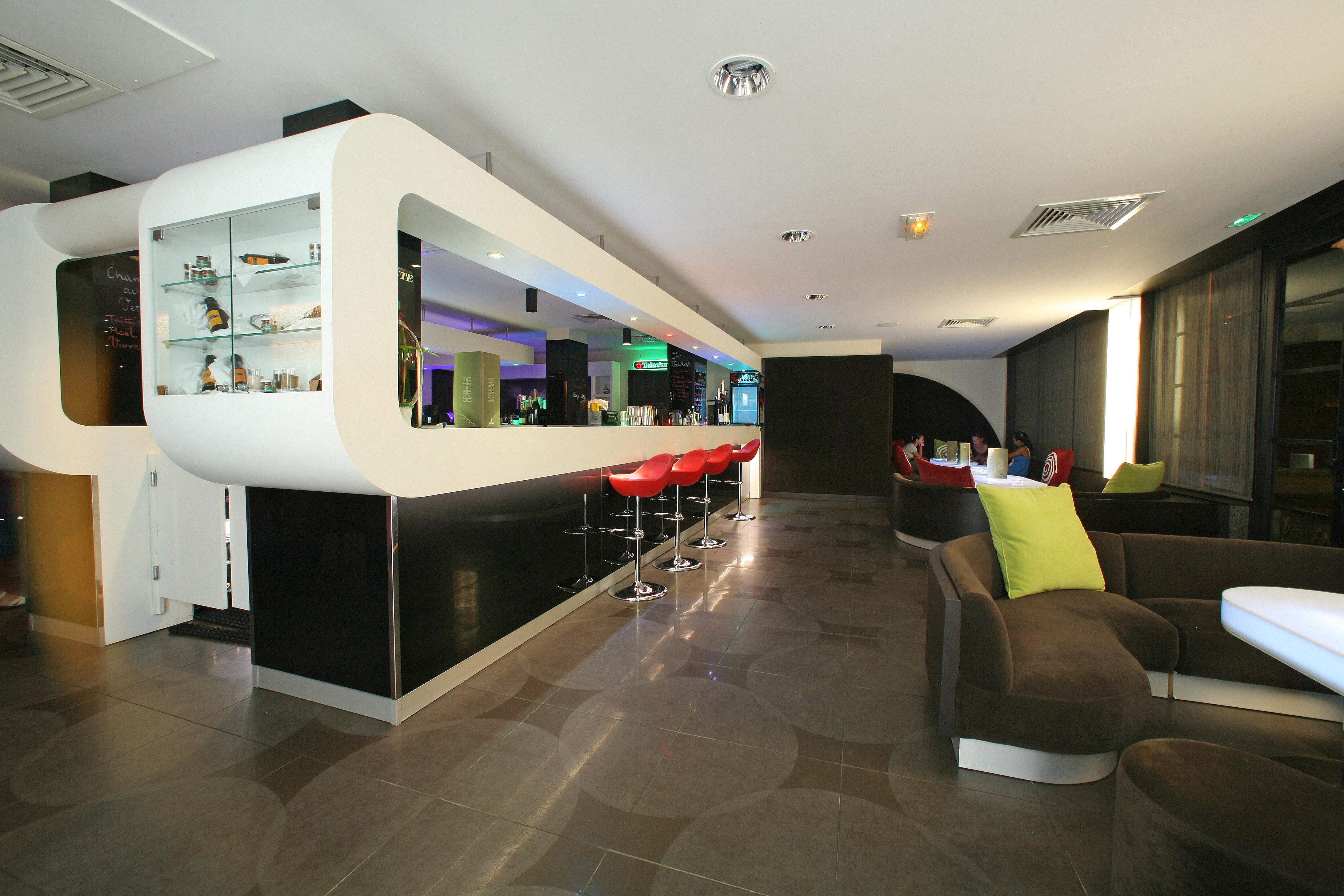 https://tahititourisme.es/wp-content/uploads/2018/03/RESTAURATION-Punavai-Lounge-Bar-1.jpg