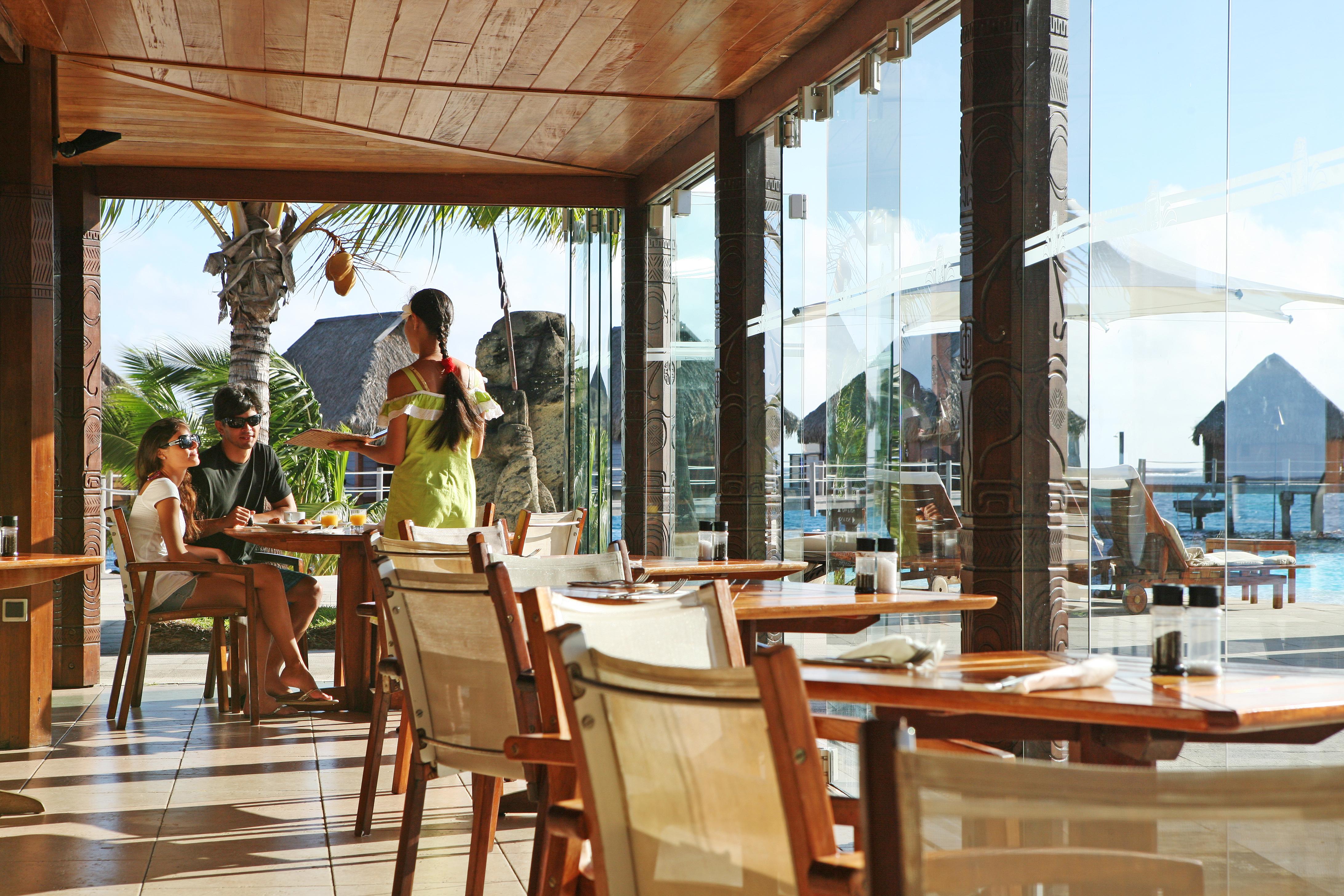 https://tahititourisme.es/wp-content/uploads/2018/03/RESTAURATION-Restaurant-Mahanai-3-Greg_LeBacon.jpg