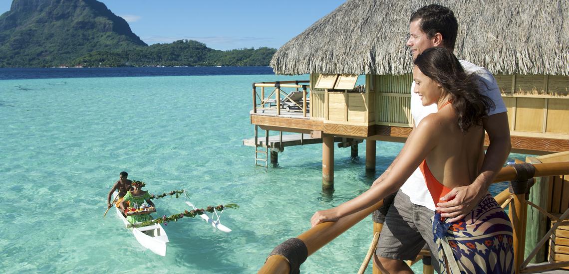 https://tahititourisme.es/wp-content/uploads/2020/06/Pareja-en-Polinesia-Francesa-Paquete-de-viaje-a-Polinesia-Francesa.jpg