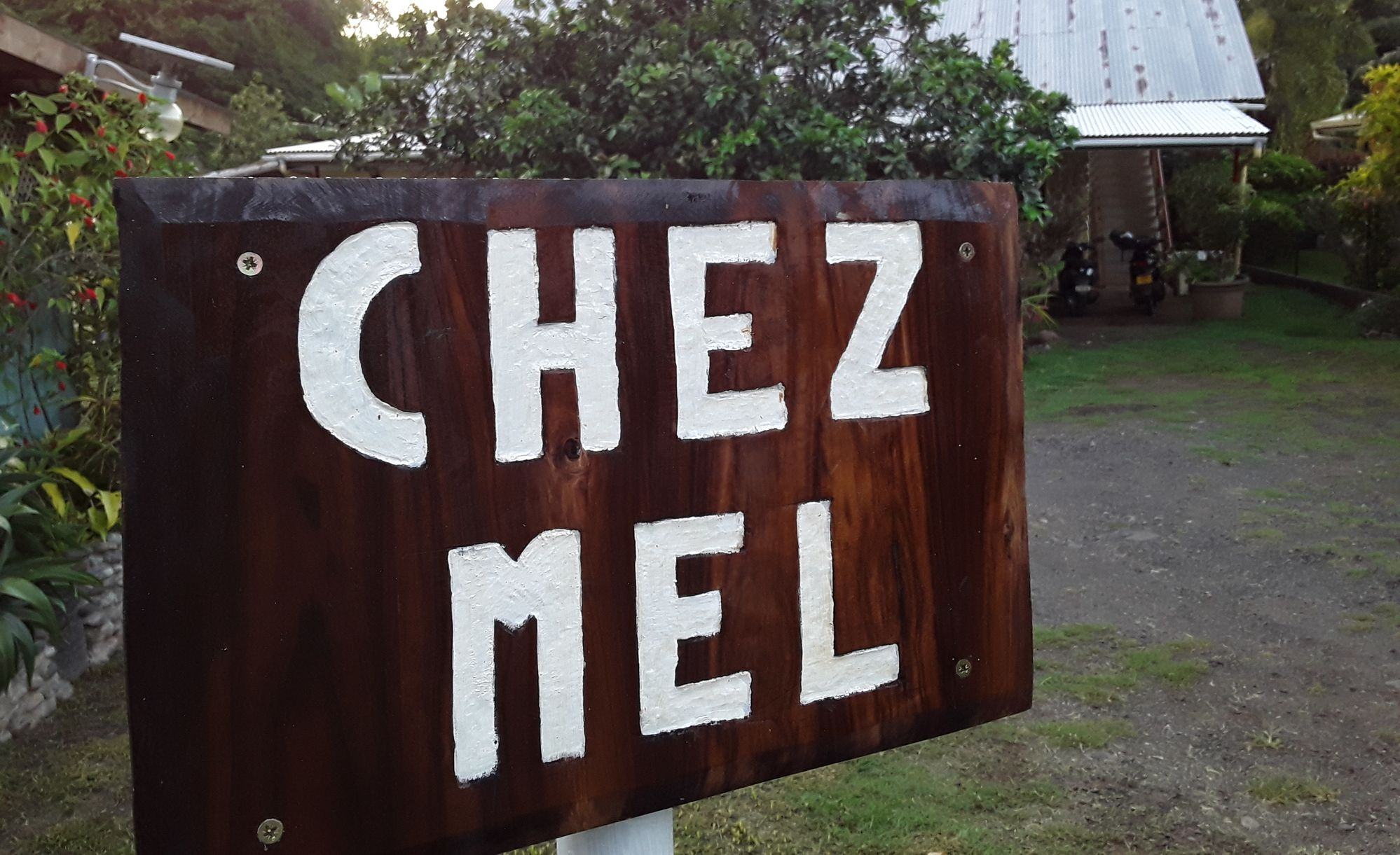 https://tahititourisme.es/wp-content/uploads/2020/07/Panneau-Chez-Mel.jpg