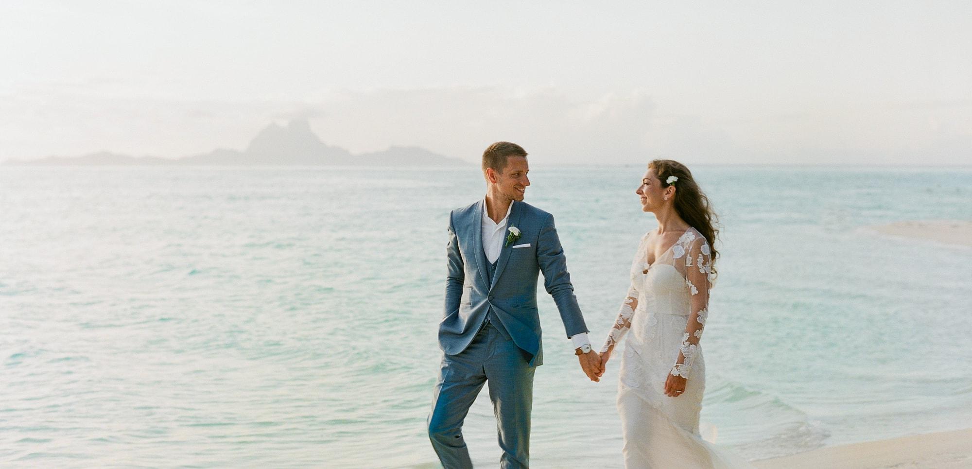 https://tahititourisme.es/wp-content/uploads/2021/04/PCP-Bora-Bora-Photography-Couple-Wedding-sunset.jpg